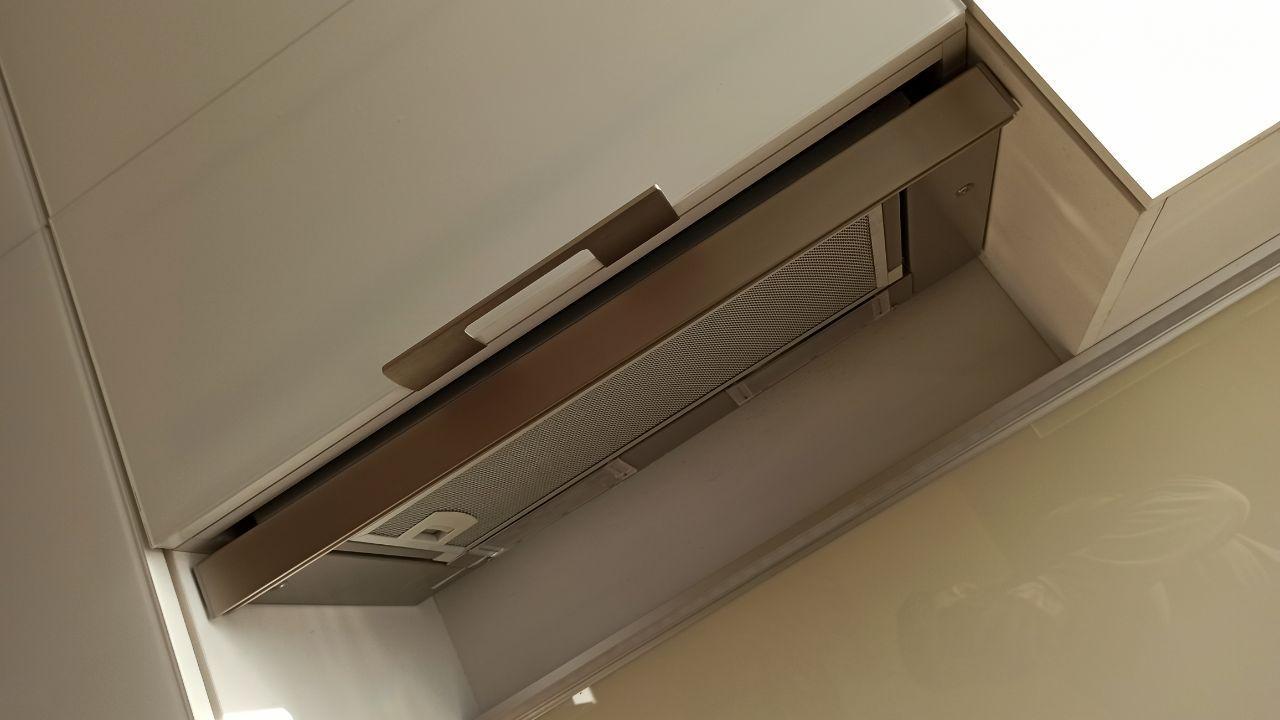 Вытяжка Bocsh встроенная в шкаф с выдвижным экраном